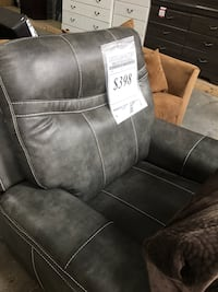 Grey leather recliner!! I take cc and deliver! El Paso, 79936