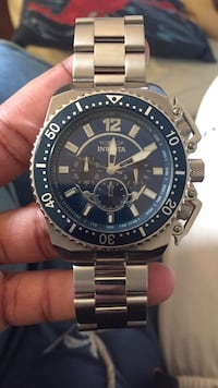 Round silver chronograph watch with silver link bracelet New York, 10303
