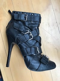 Black leather heels with buckles Toronto, M6G 2Y5