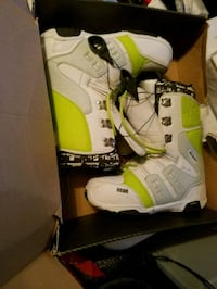 white-and-yellow snowboard boots Wallkill, 12589