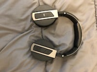 Bluetooth headphones. Corded headphones Vancouver, V5T 3V8