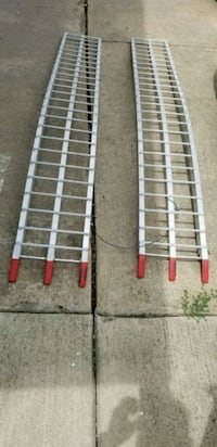 two white-and-red metal frames Garland, 75043