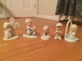 Assorted precious moments figurines