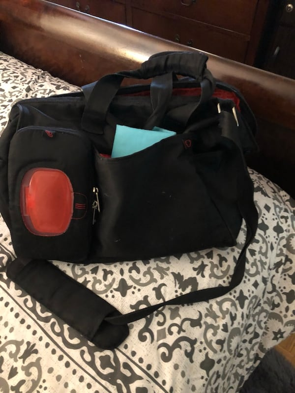 black and red duffel bag 2285c132-9b7f-4824-a882-32033e1a0a67