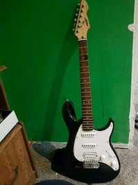 black and white stratocaster guitar Cambridge, N1R
