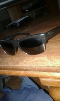 black framed Ray-Ban wayfarer sunglasses Kelowna, V1Y 6Y1