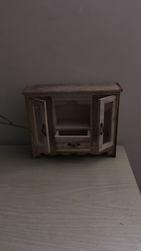Brown wooden mini (jewelry box thing)