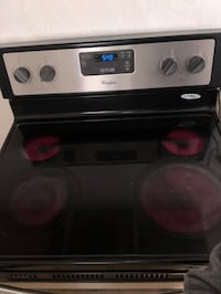 Whirlpool oven 3 months old  Newport News, 23607