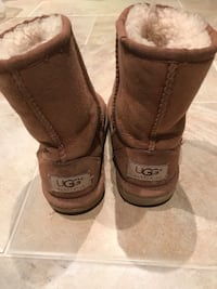 Girls authentic Uggs Whitchurch-Stouffville, L4A 0H6
