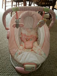 Baby bouncy chair with misic and vinration Lincoln, L0R 1B7