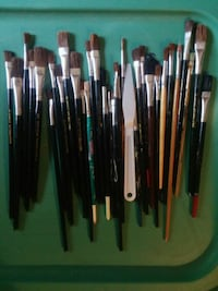 Assorted brushes and palette knife Sacramento, 95841