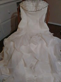 Beautiful size 12 wedding dress new