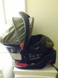 baby's black and brown car seat carrier