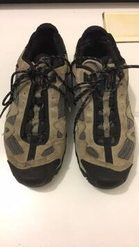 Pair of gray-and-black hiking shoes Smyrna, 30080