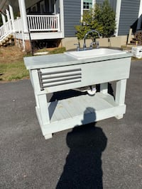 Laundry/mud room sink with table Gaithersburg, 20882