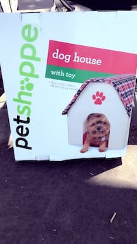 white and red Pet Shoppe doghouse box