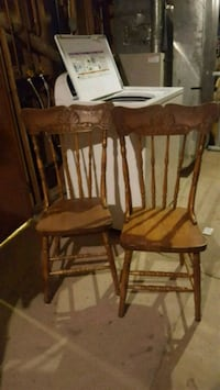 2 pressed back chairs Langley, V2Z 2T6