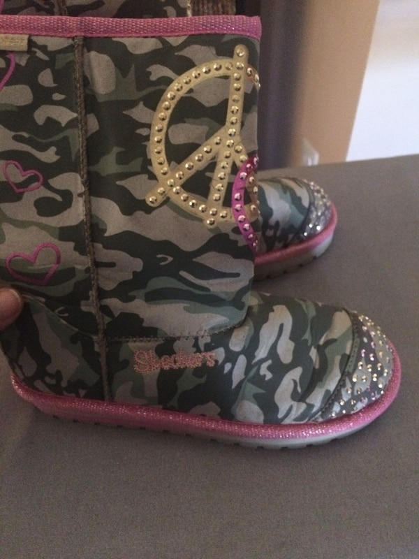 f8017fbb5f59 Used girl s forest camouflage skechers boots size 4 for sale in Stafford