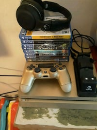 Gold Sony PS4 console with controller and game ca Sugar Land, 77498