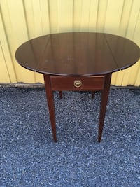 Small dropleaf table Sykesville, 21784