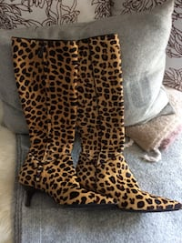 brown and black leopard print leather boots Surrey, V3W