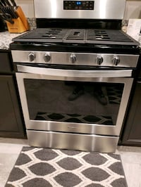 Whirlpool 6.8 Cubic Foot Self Cleaning Gas Range and Oven