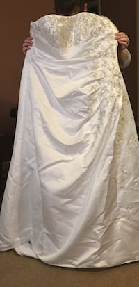White beaded strapless wedding gown Lynnville, 38472