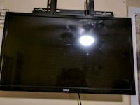 RCA 24 inch like new with mount Woodstock, N4S 1S4