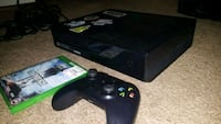 black Xbox One console with controller and game case Everett, 98203