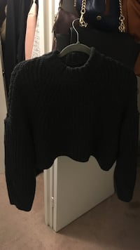 Oak and Fort Noul Crop Top Sweater  Toronto, M2R 3N8
