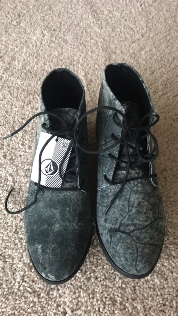 Volcom Exhibition Boot Size 7, brand new with tags