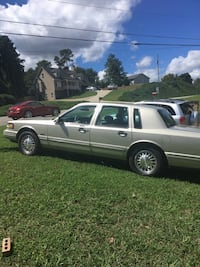 Lincoln - Town Car - 1997 Flowery Branch