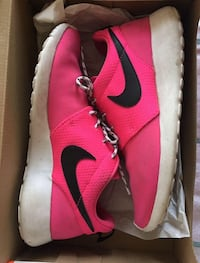 Pair of red-and-white nike Roches  Hampstead, H3X 2E8