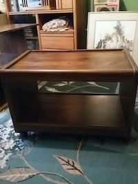Very well made tv stand wooden Omaha, 68154