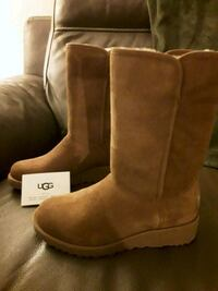 Pair of brown UGG boots Chicago, 60638