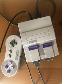 Super Nintendo Entertainment System 2 controllers and 21 games