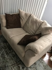 LOVE SEAT IN GREAT SHAPE Milford, 06461