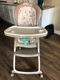 baby's white and gray highchair Miami Lakes, 33018