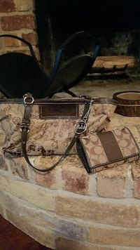 Nice brown coach purse with wallet  Houston, 77065
