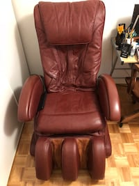 Brown leather electric massage chair Toronto, M5B 2C8