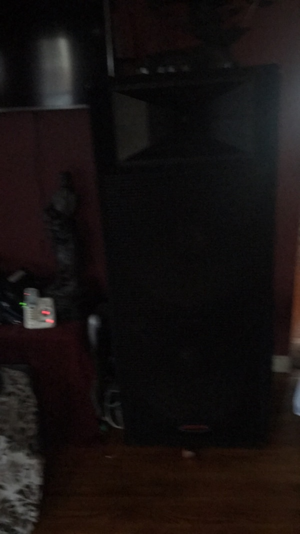 They are really good speakers and they sound good 51113bb3-3204-4913-9ee4-7ec1a084e117