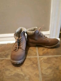 pair of brown leather work boots Thorold, L2V 1E3