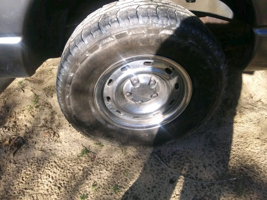 Photo Tires 285 70 r17 10 ply great condition no holes or plugs