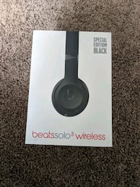 Beats solo 3 wireless headphones Denver, 80204