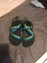 Kids Chacos - Size 4 Washington, 20011