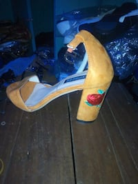 pair of brown leather open-toe heeled sandals Oakland, 94601