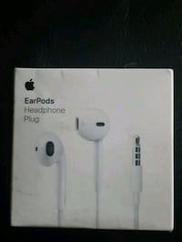 Apple earphones + mic (wired) Edmonton, T5A 3R9