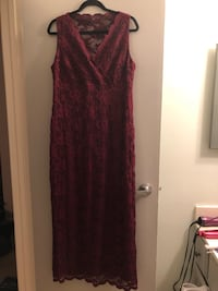 NYE or Christmas gorgeous lined long dress with lace sleevesSize 17/18 Edmonton, T6L 6P5