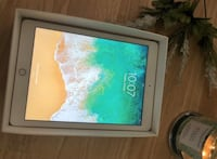 IPAD 32gb 5th generation with box cord and three fold case Suitland, 20762