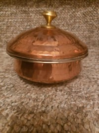 round brown wooden footed bowl New York, 10003